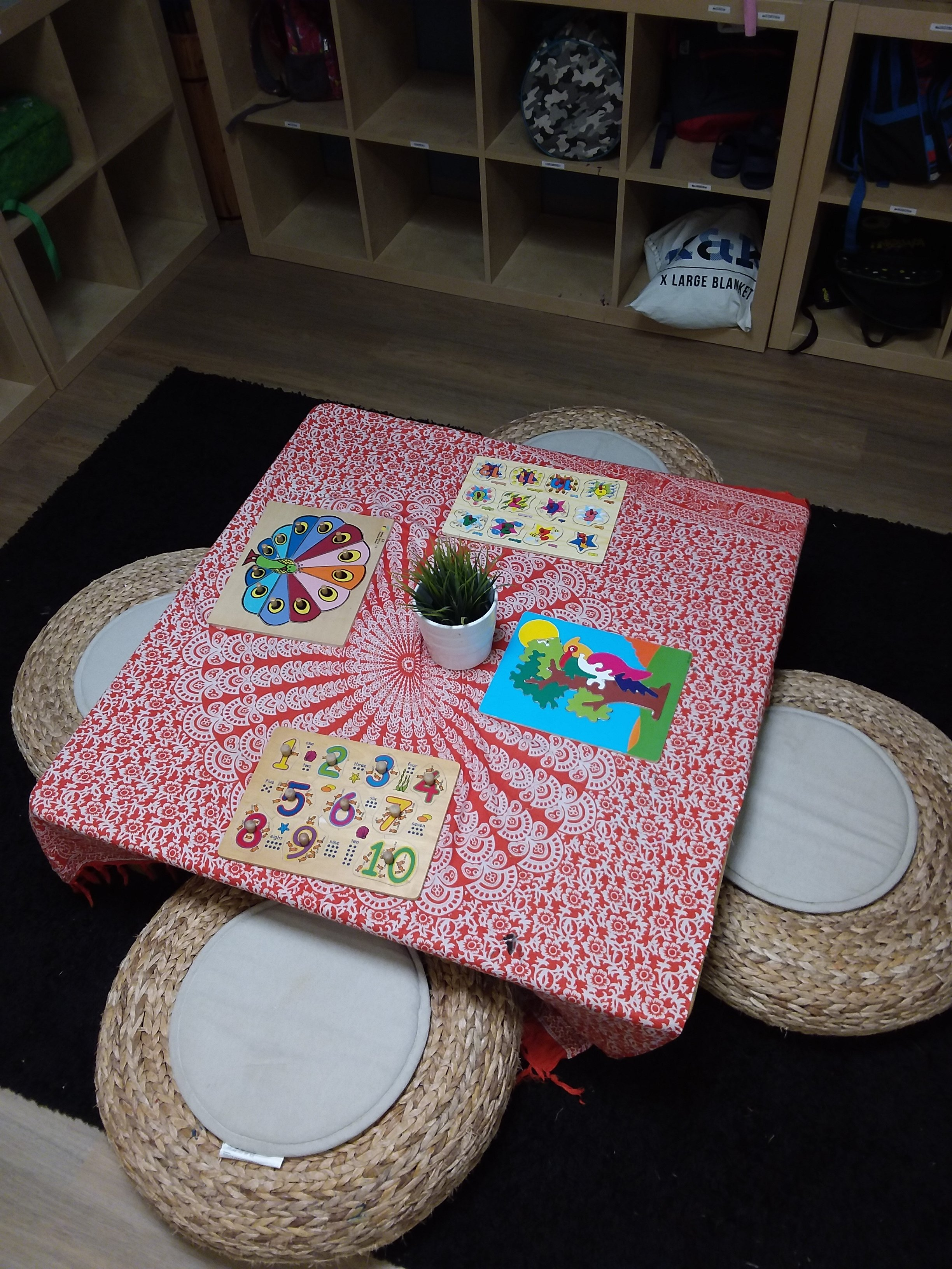 Kindy Puzzle Table